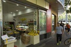 Frukter shoppar i Shanghai, Kina Royaltyfria Bilder
