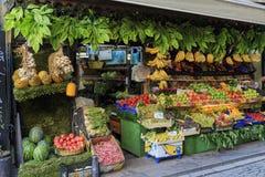 Frukter shoppar, marknadsplatsen Royaltyfri Bild