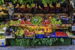 Frukter shoppar, marknadsplatsen Arkivbilder