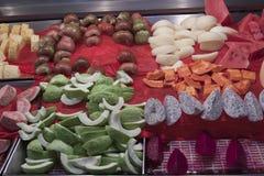 Frukter som är till salu i taiwanesisk nattmarknad Royaltyfri Fotografi