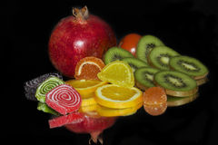 Frukter, tomater och candys Fotografering för Bildbyråer