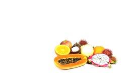 Frukterna på vit bakgrund Royaltyfri Bild
