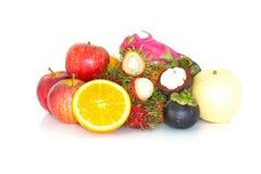 Frukterna på vit bakgrund Royaltyfria Foton