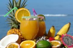 fruktexponeringsglasfruktsaft Royaltyfria Bilder