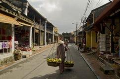 Fruktförsäljare i Hoi An, Vietnam Fotografering för Bildbyråer