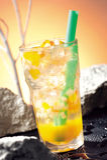 fruktfruktsaft som sparkling arkivbilder