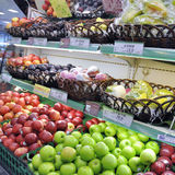 fruktjuscomarknad Arkivfoton