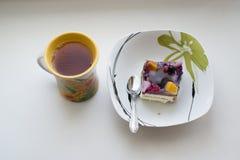 Fruktkaka och te Fotografering för Bildbyråer