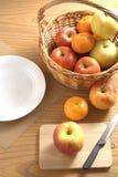 Fruktkorg Arkivfoton