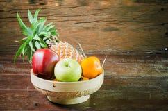 Fruktkorg Arkivfoto