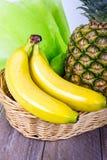 Fruktkorg med bananer och ananasen Royaltyfria Bilder