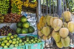Fruktmarknad för öppen luft i byn i Bali, Indonesien Royaltyfria Bilder