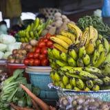 Fruktmarknad för öppen luft i byn i Bali, Indonesien Royaltyfri Fotografi