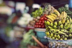Fruktmarknad för öppen luft i byn i Bali, Indonesien Arkivbilder