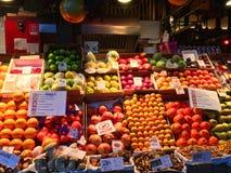 Fruktmarknad i Madrid, Spanien royaltyfri bild
