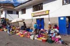 Fruktmarknad i steetsna av Cusco, Peru Royaltyfri Bild