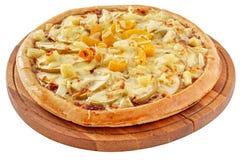 Fruktpizza med ananas, persikor och äpplen Royaltyfria Bilder
