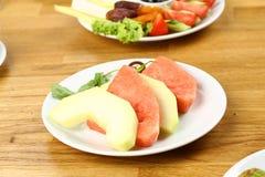 Fruktplatta av vattenmelon och melon Arkivfoto