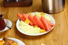 Fruktplatta av vattenmelon och melon Arkivbild