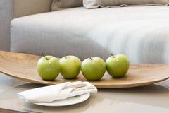 Fruktplatta i hotellrum Arkivfoto