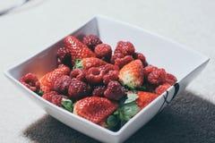 Fruktplatta på golvet Royaltyfri Foto