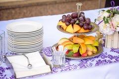 Fruktplatta som tjänas som för lunch Fotografering för Bildbyråer