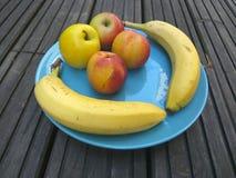Fruktplatta - sund frukost royaltyfria foton