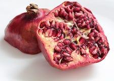 fruktpomegranate som visar den le kvinnan Royaltyfri Foto