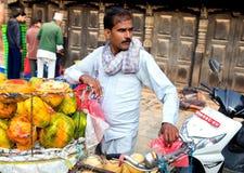 Fruktsäljare Katmandu, Nepal royaltyfri foto