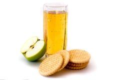 fruktsaft för äpplekakaexponeringsglas Royaltyfria Bilder