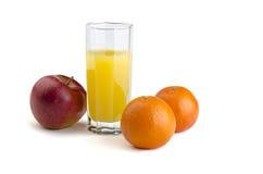 Fruktsaft med frukt Fotografering för Bildbyråer