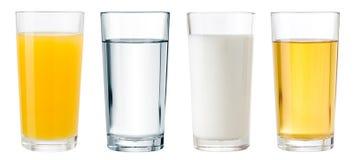 Fruktsaft vatten och mjölkar exponeringsglas som isoleras med den bland annat urklippbanan arkivbilder