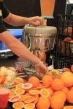 Fruktsaftstång på en marknad Royaltyfri Fotografi