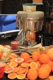 Fruktsaftstång på en marknad Royaltyfri Foto