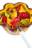 Fruktsallad i bunken Arkivfoto