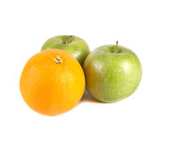 Fruktsammansättning, gröna äpplen och orang Royaltyfria Foton