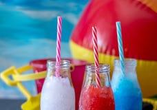 Fruktsnöslaskdrinkar för din 4th av det Juli partiet Royaltyfria Foton