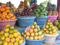 fruktstall royaltyfri bild