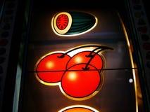 fruktsymboler machine öppningen Fotografering för Bildbyråer