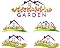 Fruktträdgård och hus Arkivbild