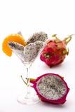Fruktträmassa av drakefrukten i ett exponeringsglas Arkivfoto