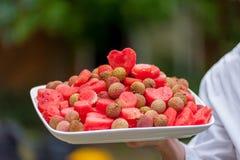 Fruktuppläggningsfat på ett bröllop Royaltyfri Bild