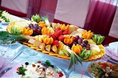 fruktuppläggningsfatjordgubbe Arkivfoton