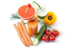 Frullati casalinghi, cetriolo, carota, succo di pomodoro Immagini Stock