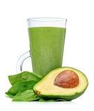 Frullati verdi in un vetro con l'avocado Immagine Stock