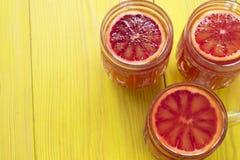 Frullato arancio in una tazza di vetro Fotografia Stock Libera da Diritti