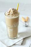 Frullato del caramello e del caffè Fotografie Stock