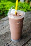 Frullato del cioccolato in vetro Fotografie Stock Libere da Diritti