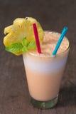 Frullato del yogurt e dell'ananas per salute Fotografia Stock Libera da Diritti