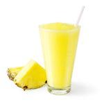 Frullato dell'ananas su fondo bianco Immagini Stock Libere da Diritti